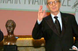 FILE - Playwright Neil Simon accepts the 2006 Mark Twain Prize at the Kennedy Center in Washington, Oct. 15, 2006.