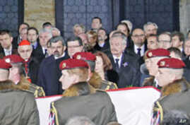 Thousands Pay Last Respects to Former Czech Leader