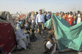 The U.N.'s top humanitarian official in South Sudan, Toby Lanzer, assesses the situation at the U.N. compound where many displaced have sought shelter in Bentiu, Unity state, South Sudan, Dec. 24, 2013. (UNMISS)