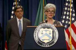 Treasury Secretary Jacob Lew (L) listens as Health and Human Services Secretary Kathleen Sebelius speaks about Social Security and Medicare, Washington, May 31, 2013.