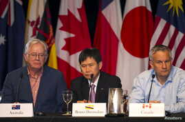 Australian Trade Minister Andrew Robb (L-R), Brunei Permanent Secretary of Trade Lim Jock Hoi, and Canadian Trade Minister Ed Fast participate in a news conference in Lahaina, Maui, Hawaii July 31, 2015