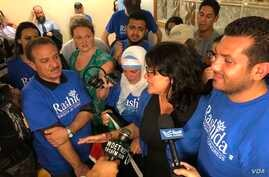 Rashida Tlaib talks to supporters at her campaign headquarters in Detroit, Michigan, 7 Aug. 2018. (Photo: K. Farabaugh / VOA)