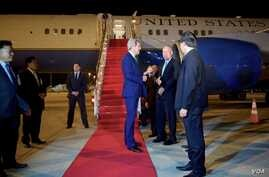 U.S. Secretary of State John Kerry chats with Laotian officials and U.S. Ambassador to Laos Daniel Clune as he arrives at Vientiane Wattay International Airport, Jan. 24, 2016. (State Department)