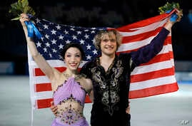 Meryl Davis and Charlie White of the U.S. pose for photographers after placing first in the Olympic ice dance free dance figure skating finals at the Iceberg Skating Palace in Sochi, Feb. 17, 2014.