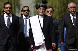 Afghanistan's new President Ashraf Ghani Ahmadzai (C) arrives for his inauguration as president in Kabul September 29, 2014. Afghanistan inaugurated its first new president in a decade on Monday, swearing in technocrat Ashraf Ghani to head a power-sh