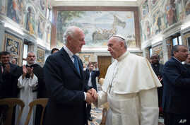 Vatican Pope Syria: Pope Francis shakes hands with UN Special Envoy for Syria Staffan de Mistura, as they meet at the Vatican Thursday, Sept. 29, 2016, prior to a conference on the situation in Syria and Iraq held by Catholic charities operating in t