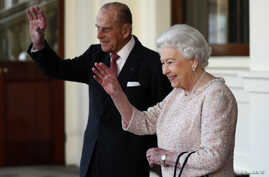 FILE - Britain's Queen Elizabeth and Prince Philip bid farewell to Colombia's President Juan Manuel Santos and his wife Maria Clemencia de Santos following their state visit, at Buckingham Palace in London, Britain, Nov. 3, 2016.