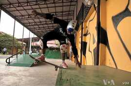 Skateistan is using the sport of skateboarding to help at-risk children in Cambodia.  (VOA/I. Loy)