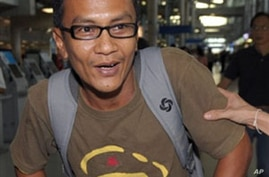 Democracy advocate Kyaw Zaw Lwin, also known as Nyi Nyi Aung arrives at Suvarnabhumi airport in Bangkok, 18 Mar 2010