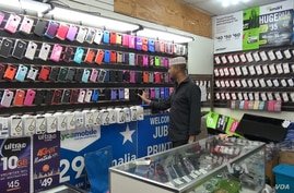 This cell phone shop is in Jubba Value Center Mall, where Somali entrepreneurs have small shops. (Soh/VOA)