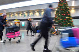 Passengers hurry through the South Terminal building at Gatwick Airport, after the airport reopened to flights following its forced closure because of drone activity, in Gatwick, Britain, Dec. 21, 2018.