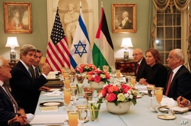 Secretary of State John Kerry, second left, is seated with Israel's Justice Minister and chief negotiator Tzipi Livni, second right, Palestinian chief negotiator Saeb Erekat, right, and Yitzhak Molcho, an adviser to Israeli Prime Minister Benjamin Ne