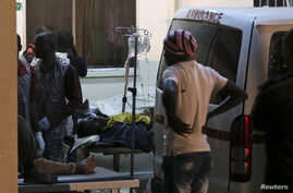 People who were injured during an explosion are taken into Asokoro General Hospital after arriving in ambulances, in Abuja, May 1, 2014.