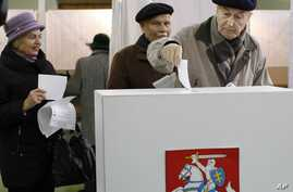 A Lithuanian voter casts his ballot at a polling station in Vilnius, Lithuania, October 14, 2012.