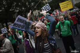Protesters shout slogans during a demonstration against cuts in public education, in central Madrid, September 27, 2012.