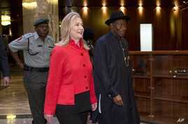 US Secretary of State Clinton meets with Nigeria's President Goodluck Jonathan Aug. 9, 2012