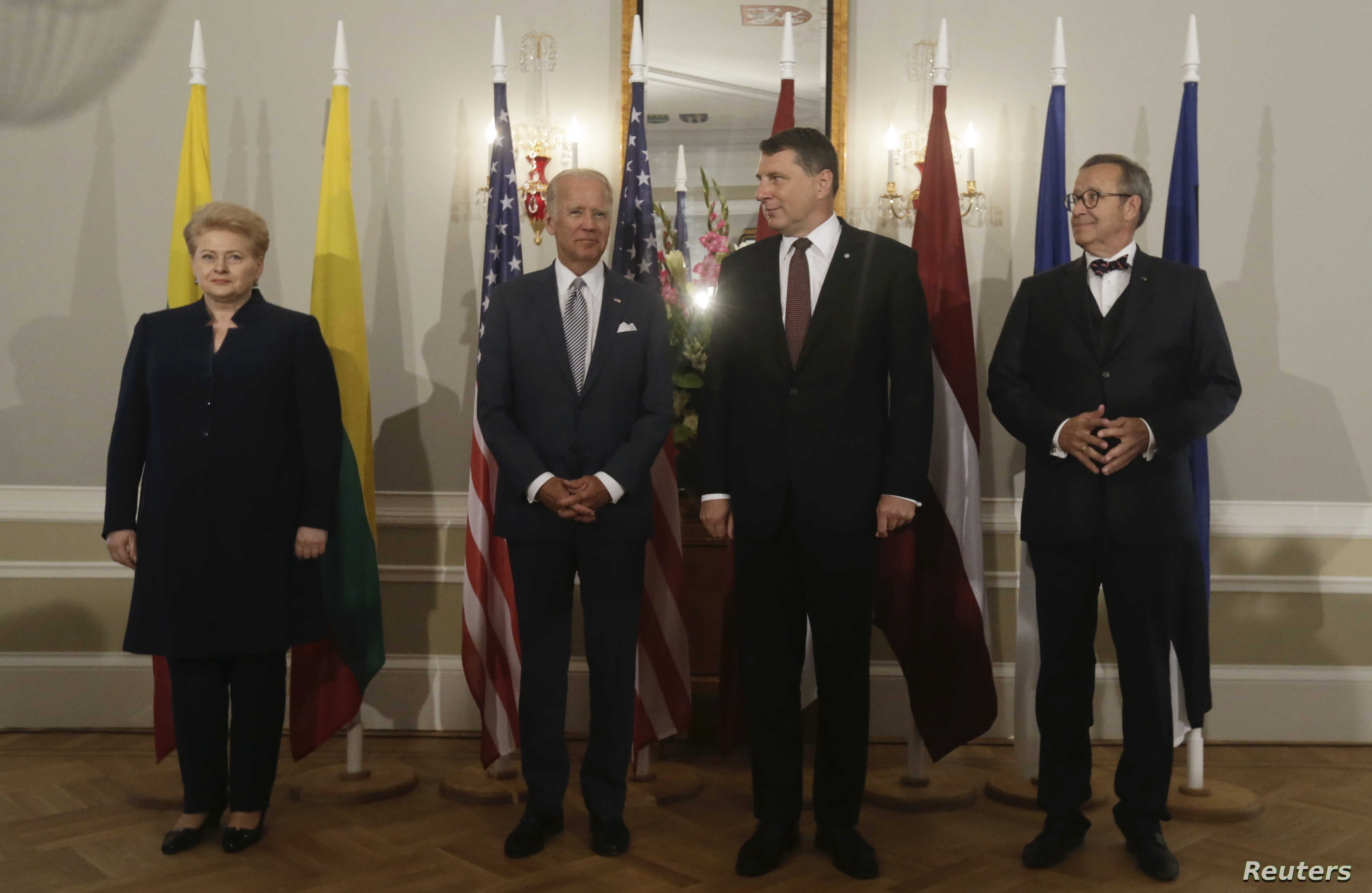 U.S. Vice President Joe Biden, Latvia's President Raimonds Vejonis (2R), Lithuania's President Dalia Grybauskaite (L) and Estonia's President Toomas Hendrik Ilves (R) pose for a picture in Riga castle, Latvia, Aug. 23, 2016.