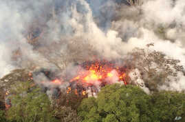 An image provided by the U.S. Geological Survey shows lava spattering from an area between active Fissures 16 and 20 at 8:20 a.m. HST, on lower east rift of the Kilauea volcano, near Pahoa, Hawaii, May 16, 2018.