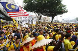"""Protesters listen to speeches during a rally organised by pro-democracy group """"Bersih"""" (Clean) in Malaysia's capital city of Kuala Lumpur, Aug. 29, 2015."""