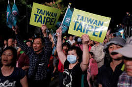 Supporters of the ruling Democratic Progressive Party react during a campaign rally for the local elections, in Taipei, Taiwan, Nov. 21, 2018.