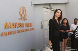 Amal Clooney (L), lawyer of former Maldives president Mohamed Nasheed, leaves Maafushi prison after meeting Nasheed, in the Maldives, Sept. 8, 2015.