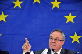 Richard Howitt, head of the EU observation mission in Sierra Leone speaks during a press conference in Freetown, November 19, 2012.