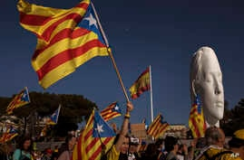 Catalan pro-independence demonstrators hold separatist flags in Madrid, Spain, March 16, 2019. Demonstrators made their way to Spain's capital to show support for former regional politicians whom they consider to be political prisoners.