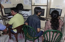A cyber Cafe in Kolkata. Many young Indians watch porn online at cyber cafes, authorities have reported. (Shaikh Azizur Rahman for VOA News)