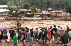 People help to rescue flood victims in Lanao Del Norte, Philippines, Dec. 22, 2017, in this image taken from video footage obtained from social media. Climah Cabugatan Disumala/via REUTERS
