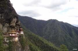 Many tourists hike upto Tigers Nest monastery, which hugs a rocky  cliff above Paro town.   (A. Pasricha/VOA)