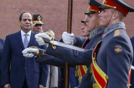 Egyptian President Abdel Fattah el-Sissi, left, attends a wreath laying ceremony at the Tomb of the Unknown Soldier in Moscow, Oct. 16, 2018.