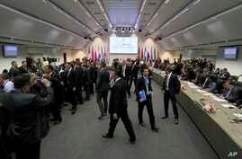 General view of a meeting of oil ministers of the Organization of the Petroleum Exporting countries, OPEC, at their headquarters in Vienna, Austria, May 25, 2017.