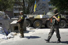 Ukrainian servicemen guard a checkpoint outside Donetsk, Aug. 15, 2014.