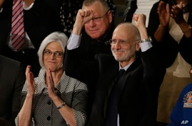 Alan Gross, accompanied by his wife Jusy, acknowledges applause on  Capitol Hill in Washington, during Presient Barack Obama's State of the Union address before a joint session of Congress, Jan. 20, 2015.