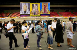 People line up for their early vote for the upcoming Thai election at a polling station in Bangkok, Thailand, March 17, 2019.