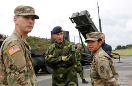 Supreme Commander of the Swedish Armed Forces, Micael Byden, talks with U.S. soldiers during the joint NATO exercise 'Aurora 17' at Save airfield in Goteborg, Sweden Sept. 13, 2017.