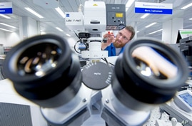 A Zeiss microscope system.