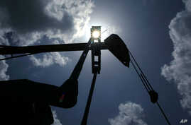 Oil is pumped from a well near Van, Texas, in this file photo. Gulf Coast Green Energy hopes to capture some of the heat from the thousands of oil and gas wells in Texas and turn it into electricity.
