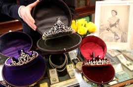 Diamond tiaras are on display at Bradley & Skinner, an antique and period jewelry specialist, in London, April 5, 2018. Meghan Markle will have access to one of the world's most remarkable jewelry collections for her wedding to Prince Harry. London j