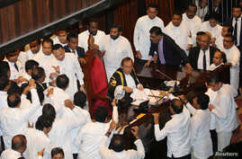 Sri Lanka's parliament members argue in front of the speaker Karu Jayasuriya during the parliament session in Colombo, Nov. 15, 2018.