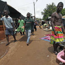 Refugees of the Guere ethnic group carry a dead relative inside a temporary camp set up at a Catholic church in Duekoue, west Ivory Coast, May 2011. (file photo)