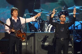 """Paul McCartney, left, and Ringo Starr perform at """"The Night that Changed America: A Grammy Salute to the Beatles,"""" in Los Angeles, Jan. 27, 2014."""