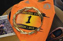 A gold laurel wreath, which is awarded to the winner of the Boston Marathon, is displayed at the Boston Athletic Association in Boston, April 1, 2015.