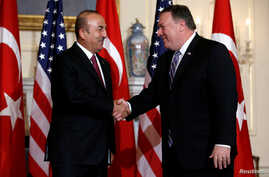 U.S. Secretary of State Mike Pompeo shakes hands with Turkish Foreign Minister Mevlut Cavusoglu at the State Department in Washington, June 4, 2018.