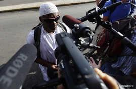 William Potts speaks to reporters outside Havana's Jose Marti International Airport, before boarding a plane to the U.S., Nov. 6, 2013.