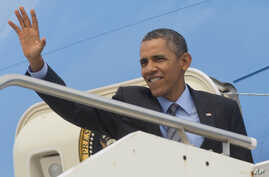 US President Barack Obama waves on his departure on Air Force One at Fiumicino Airport, March 28, 2014 in Rome.