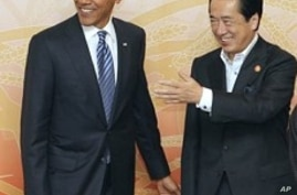 Japanese Prime Minister Naoto Kan and his wife Nobuko (not seen) welcome President Barack Obama at the start of a cultural event at the APEC forum in Yokohama, Japan, 13 Nov 2010