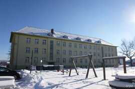 Former military barracks currently used to house asylum seekers are seen in Schwaebisch Gmuend, Germany, Jan. 18, 2016. (H. Ridgwell/VOA)