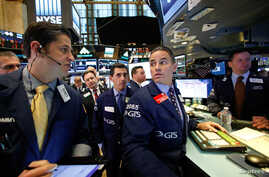 Traders work on the floor of the New York Stock Exchange (NYSE) in New York City, Nov. 8, 2016. Analysts predict some capital flight if Donald Trump were to be elected president.