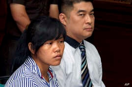 FILE - Philippine national Mary Jane Fiesta Veloso, left, who is on death row for drug offences, accompanied by an unidentified interpreter, attends her judicial review hearing at Sleman District Court in Yogyakarta, Indonesia, March 4, 2015.